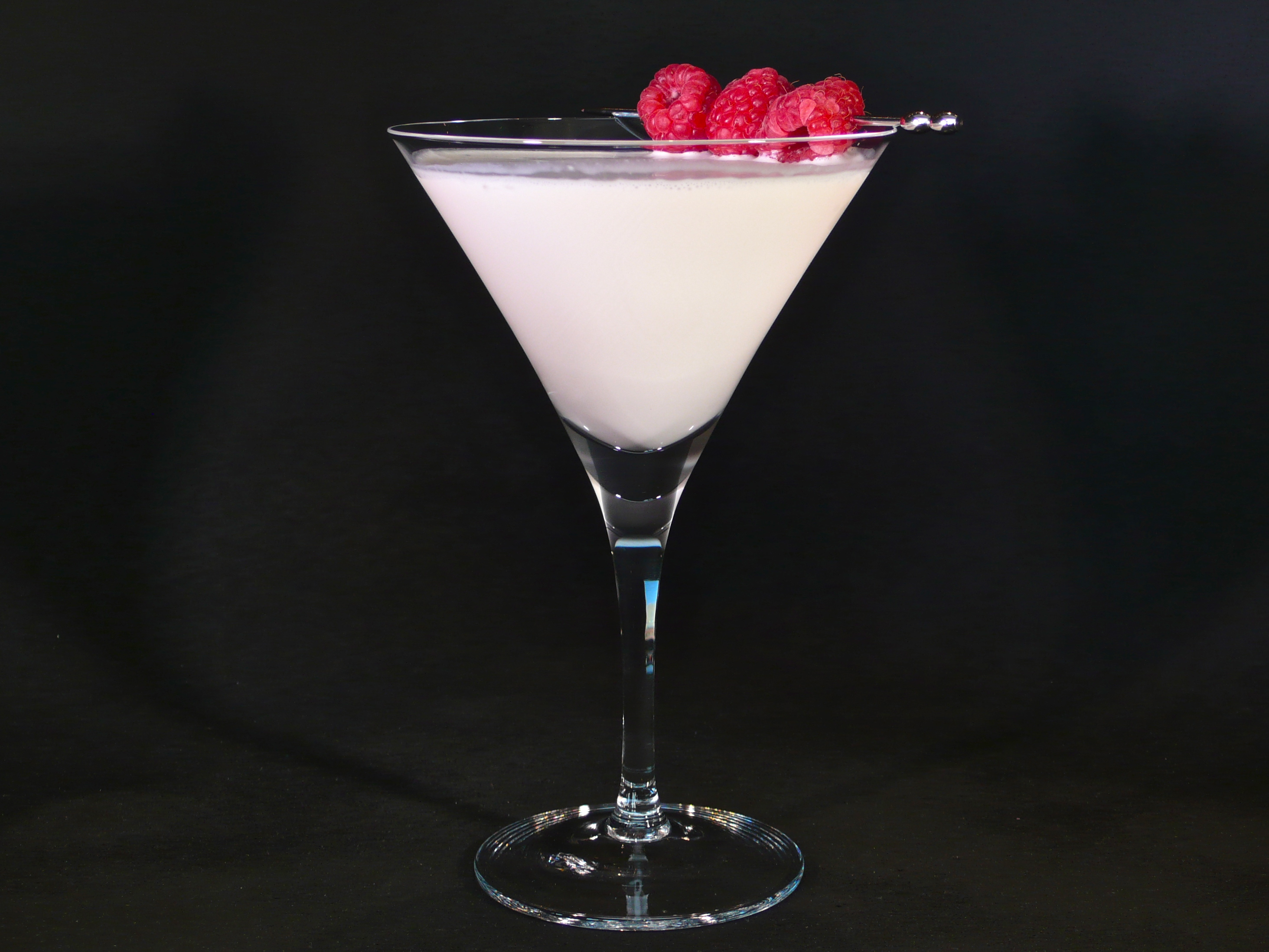 White Chocolate Raspberry Martini | cocktaildudes