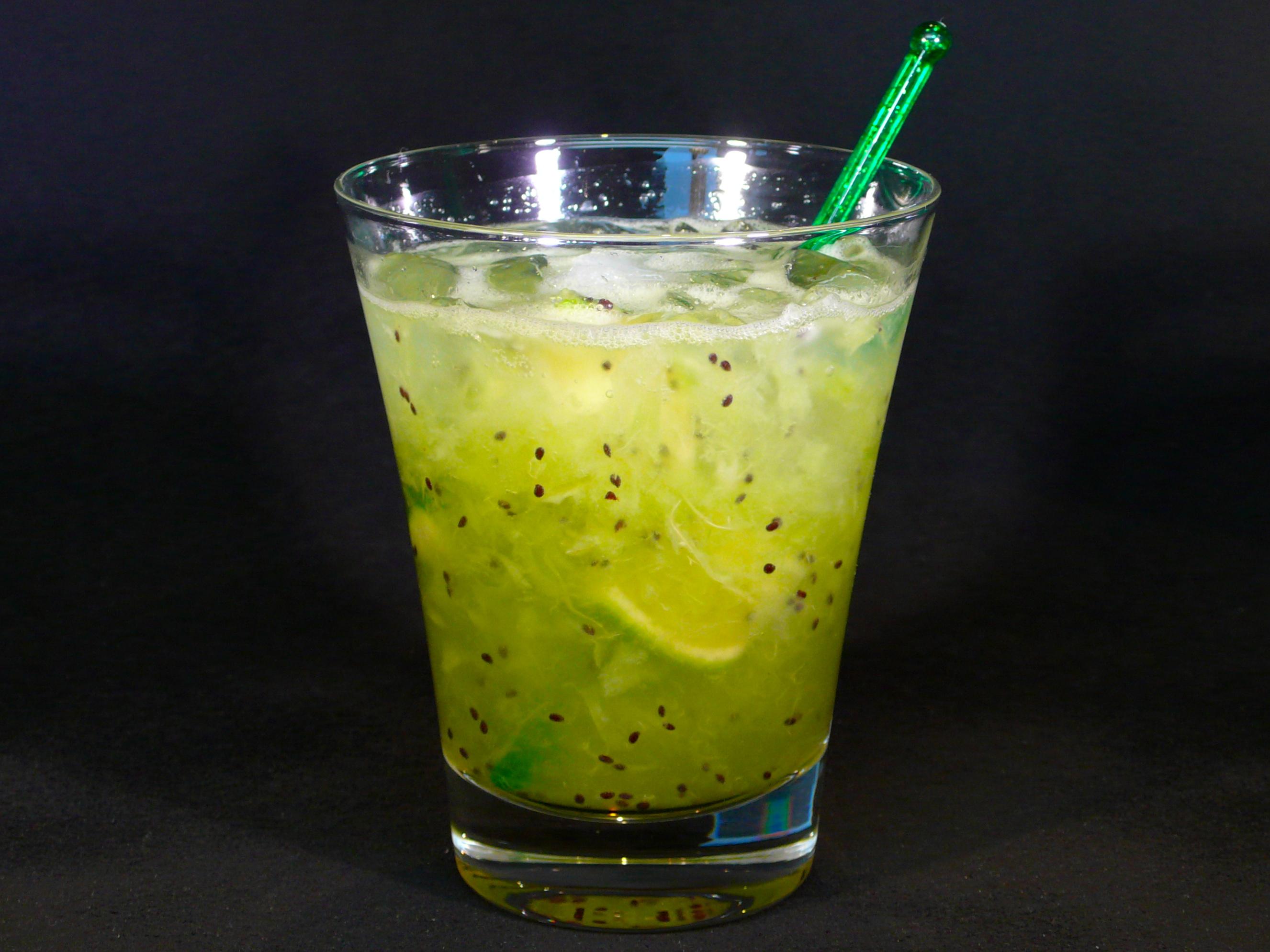 Kiwi soda recipe dishmaps for Cocktail kiwi